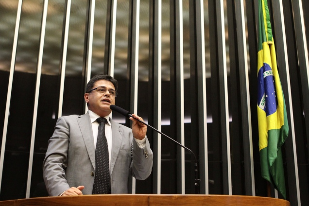 Dep.Eduardo Barbosa (PSDB-MG) na tribuna durante sessão solene na Câmara. Foto Alexssandro Loyola