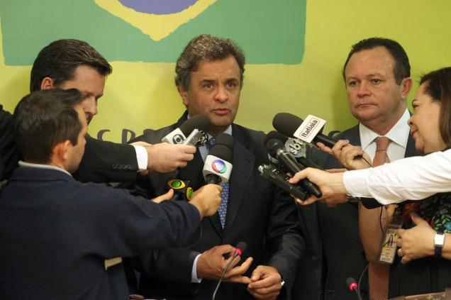 O senador Aécio Neves falou à imprensa depois de presidir a reunião da Executiva Nacional do PSDB. Foto George Gianni