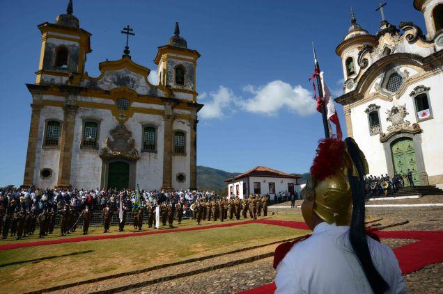 Governador Antonio Anastasia presidiu a solenidade em Mariana, primeira cidade  e primeira capital mineira, fundada há 317 anos. Foto Gil Leonardi/Imprensa MG