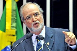 Dep.Eduardo Azeredo (PSDB-MG): A presidente cedeu à pressão do presidente Evo Morales