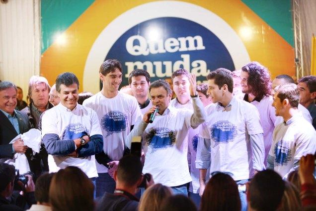 Ao falar aos jovens, em Curitiba, Aécio Neves ressaltou que a juventude tem um papel essencial na vida política do Brasil. Foto Orlando Brito
