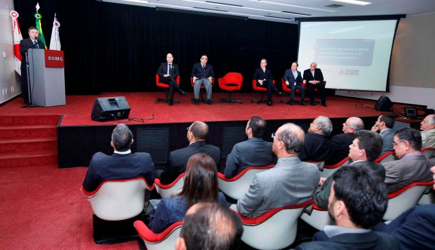 Primeira etapa de recursos do BDMG, autorizada pelo gov.Anastasia, beneficiará 81 cidades de todas as regiões de Minas Gerais aptas a contratar o financiamento. Lúcia Sebe / Imprensa MG