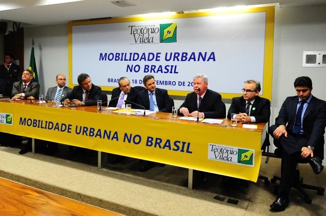 O senador Aécio Neves, participou do debate sobre mobilidade urbana promovido pelo ITV, órgão de estudos do PSDB. Foto George Gianni