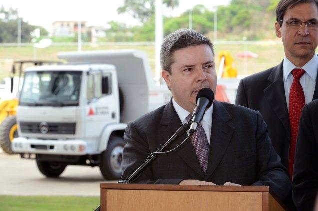 Com investimentos de R$ 13,23 milhões, os 60 veículos fizeram parte da primeira entrega do ProMunicípio Infraestrutura feita pelo governador Anastasia. Foto Gil Leonardi / Imprensa MG