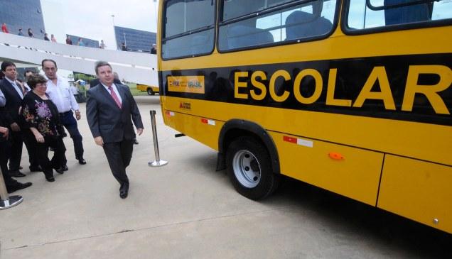 Governo Anastasia investiu R$ 34,8 milhões na aquisição dos veículos, que beneficiarão cerca de 14.500 alunos da rede pública de ensino.