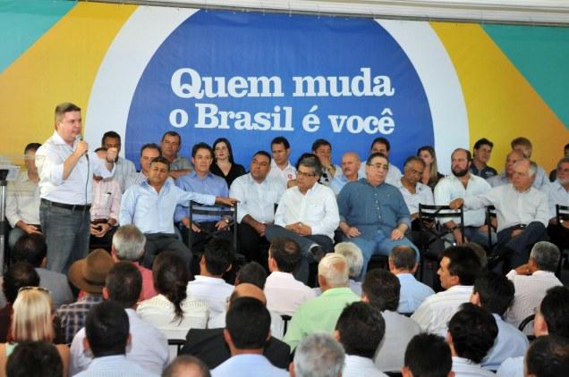 Governador Anastasia comandou o encontro de Montes Claros Conversa com os Mineiros. Fotos Alessandro Carvalho