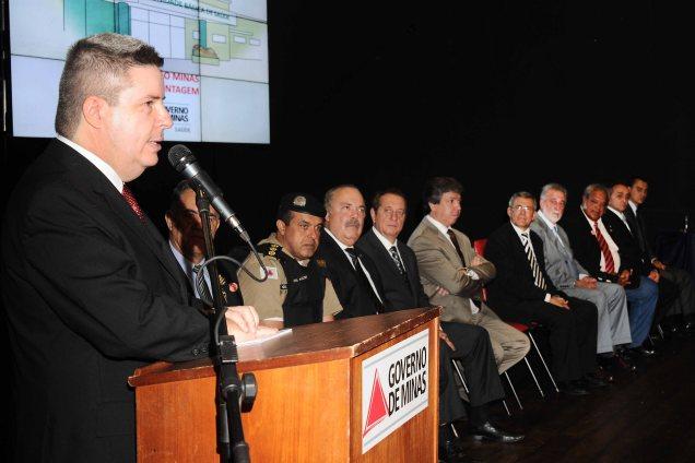 Em Betim, o governador Antonio Anastasia autorizou a construção de 33 Unidades Básicas de Saúde (UBS). Contagem receberá 18 unidades. Foto Osvaldo Afonso/Imprensa MG