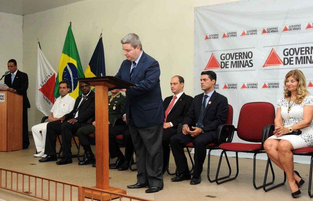 Antonio Anastasia assinou a autorização da licitação das obras do terminal aeroportuário. Foto Osvaldo Afonso/Imprensa MG