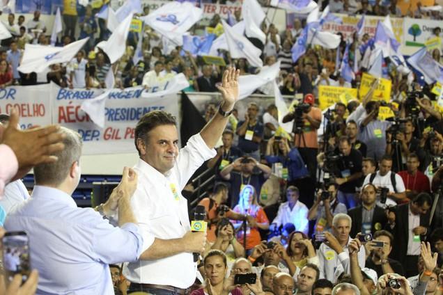 """Aécio Neves vence em todas as simulações feitas pela primeira pesquisa encomendada pelo jornal """"Estado de Minas"""""""