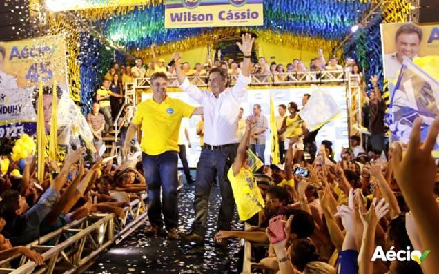 Aécio Neves foi recebido com festa em Pombal, na Paraíba