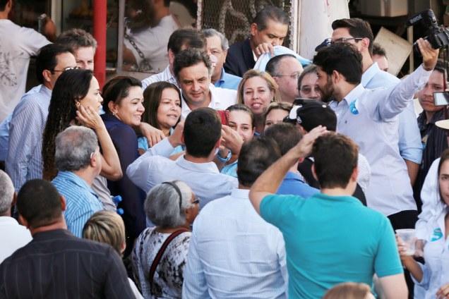 Aécio Neves nas ruas de Cuiabá (MT). Foto Orlando Brito/Coligação Muda Brasil