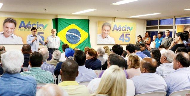 Aécio Neves durante encontro com parlamentares e candidatos no Rio de Janeiro. Foto Orlando Brito