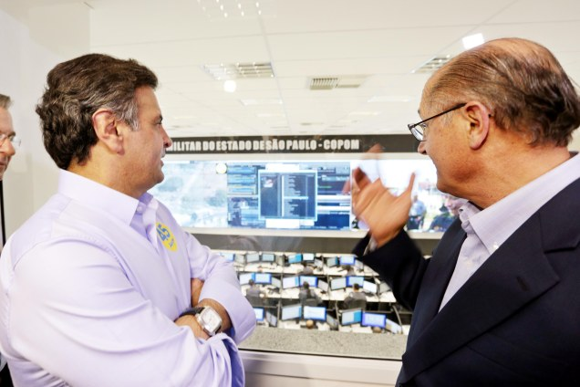 Aécio Neves visitou o Programa Detecta, sistema inteligente de monitoramento de crimes no estado de São Paulo, acompanhado pelo governador e candidato à reeleição Geraldo Alckmin