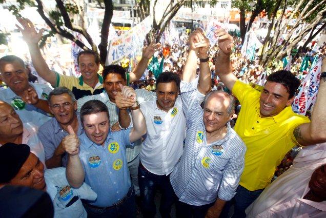 Ao lado de Pimenta da Veiga, Antonio Anastasia e lideranças políticas, Aécio diz que Minas tem a chance de eleger, depois de 60 anos, um presidente da República