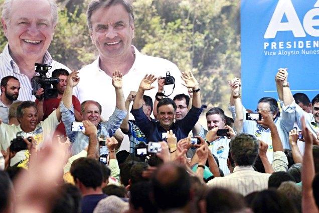 Candidatos são recebido por mais de três mil pessoas em São João del-Rei, terra de Tancredo; Pimenta reafirma que população não quer o PT em Minas