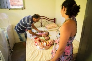 As trigêmeas Laila, Larissa e Lara nasceram prematuras e foram atendidas na UTI Neonatal de Janaúba. Foto Rafael Motta