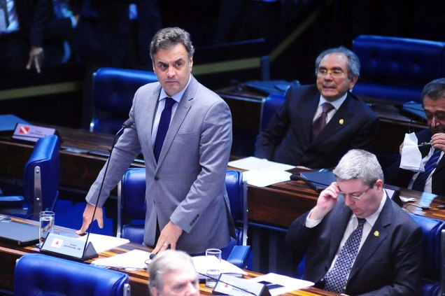 Aécio Neves protesta contra o adiamento do indexador que corrige dívida de estados e municípios - Foto: George Gianni/PSDB