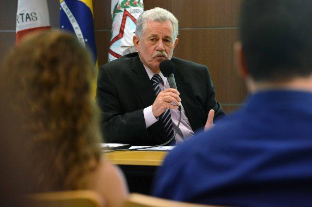 Secretário José Afonso Bicalho durante entrevista coletiva. Foto Henrique Chendes/Imprensa MG