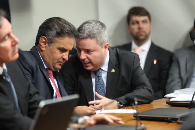 Senadores Aécio Neves e Antonio Anastasia durante sessão da CCJ. Foto Gerdan Wesley