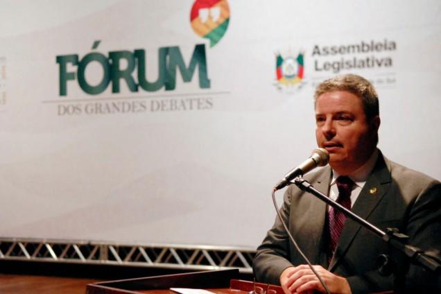 Senador Antonio Anastasia fala no Fórum dos Grandes Debates – Foto: Juliana Mutti / Agência ALRS