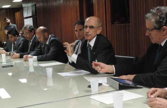 Deputado Bonifácio Mourão (PSDB) e demais parlamentares de oposição apresentam à imprensa as ações do Bloco pela suspensão da aplicação da Lei do Confisco. Foto Gustavo Aureliano