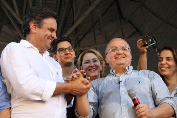 Aécio Neves e Pedro Taques durante campanha eleitoral do ano passado; ato de filiação do governador ao PSDB vai acontecer no próximo dia 29, em Cuiabá
