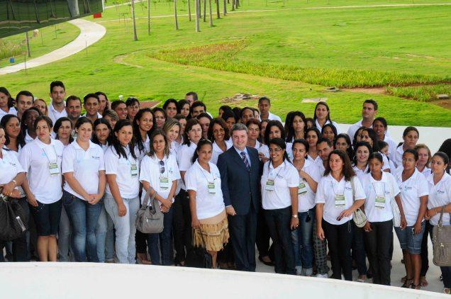 Anastasia, em 2011, com os 'professores da família', uma das ações do Programa Travessia. Crédito: Wellington Pedro / Imprensa MG