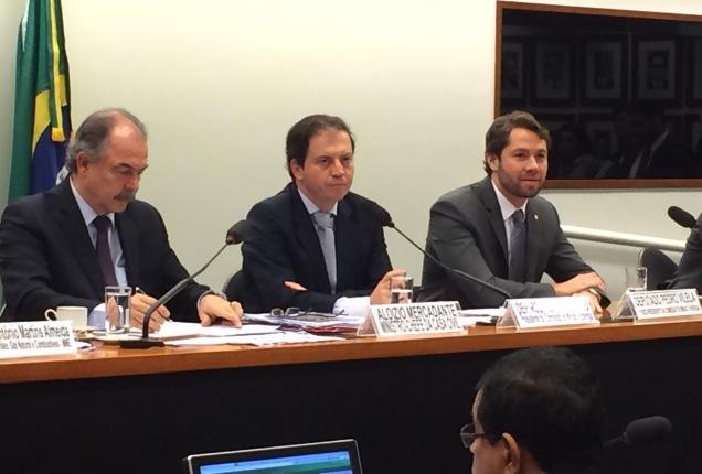 Em audiência pública com o ministro Mercadante, Rodrigo de Castro discute soluções para salvar os empregos do setor e como reduzir as perdas dos fundos de pensão
