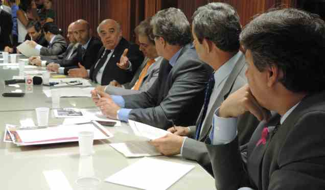 A iniciativa autoritária do governador Fernando PImentel foi denunciada pelos deputados do bloco de oposição Verdade e Coerência e pela Câmara de Dirigentes Lojistas de Belo Horizonte (CDL-BH)