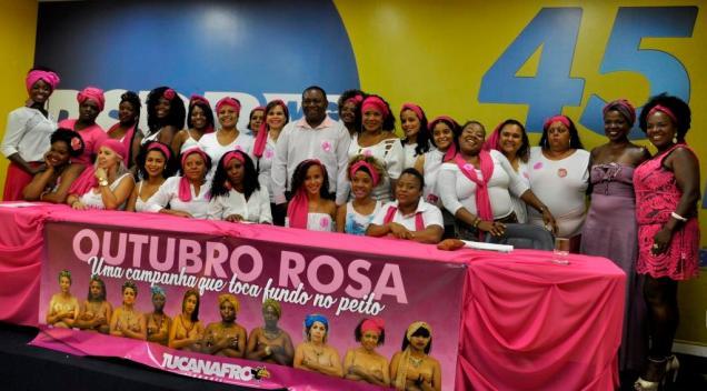Juvenal Araújo e algumas participantes da palestra sobre prevenção do câncer de mama