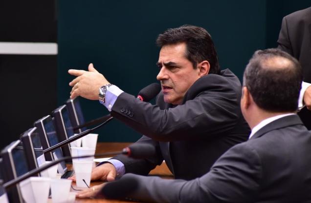 Deputado Domingos Sávio na reunião extraordinária da Comissão Mista de Orçamento (CMO). Foto Zeca Ribeiro / Câmara dos Deputados